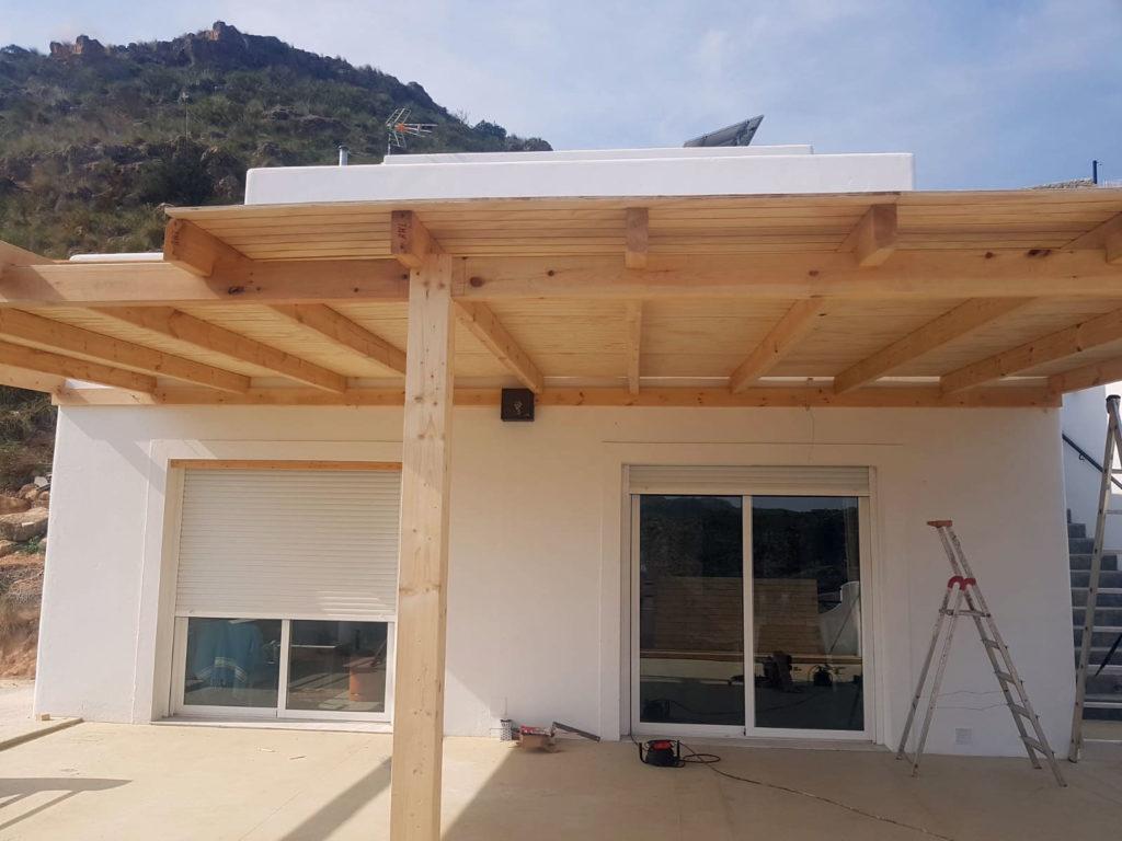 construcción de pergola - casa eco responsable -- casa sol y luz